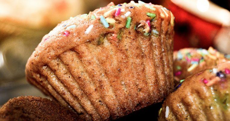 Muffins mit bunten Schokolinsen