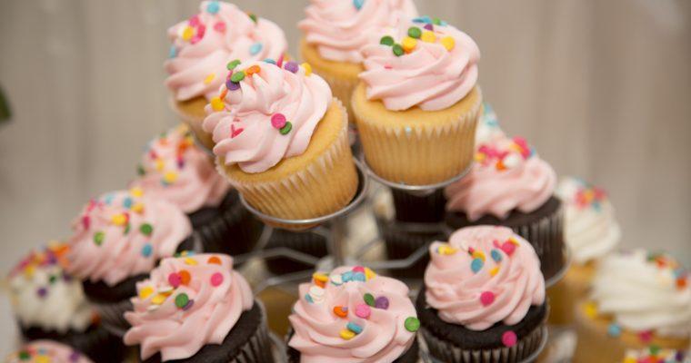 Überraschungs-Cupcakes