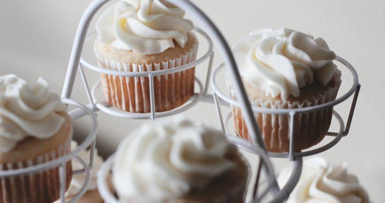 Rhabarber-Muffins mit Baiser