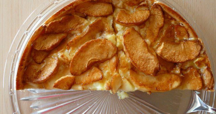 Apfelkuchen aus Joghurt-Rührteig mit Ahornsirup