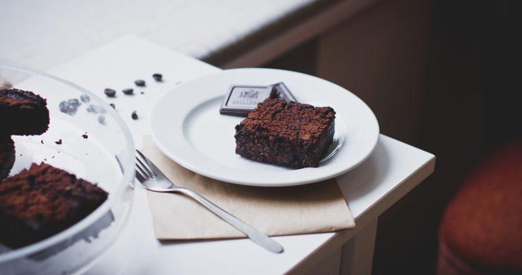 Brownie mit Doppeldecker-Keksen